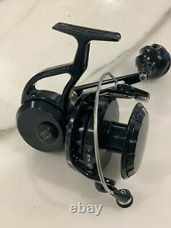 NEW UNUSED ZEEBAAS ZX27 Black Spinning Fishing Reel Left Hand Retrieve